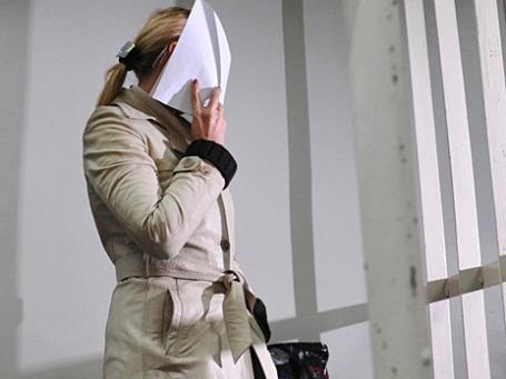 Старший следователь ГСУ столичного ГУ МВД Нелли Дмитриева, обвиняемая в попытке получить взятку в  3 млн долларов, в зале заседания Пресненского суда Москвы. Фото: РИА Новости