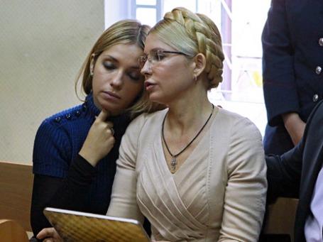 Юлия Тимошенко с дочерью в Печерском районном суде Киева. Фото: РИА Новости