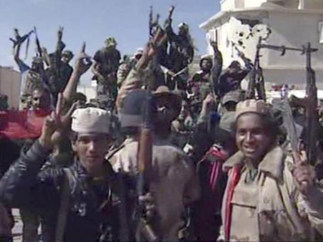 Бойцы ПНС после взятия родного города Каддафи, Сирта. Фото: AP