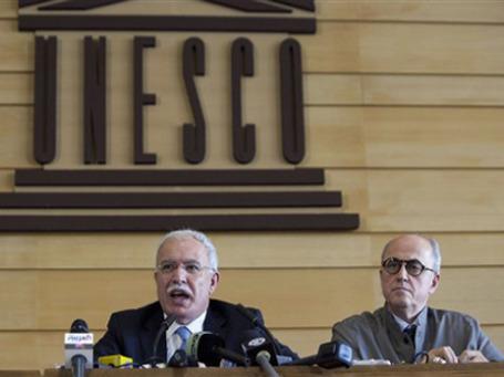 Глава МИД Палестины и посол при ЮНЕСКО после голосования. Фото: AP