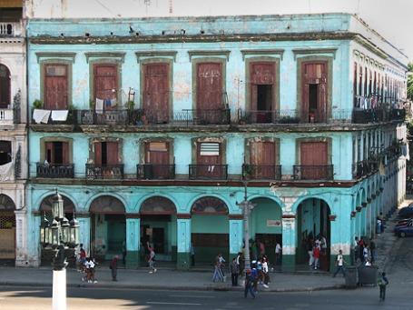 По официальным кубинским данным, каждые 85 из 100 домов на острове нуждаются в ремонте. Фото: David Pedler/flickr.com