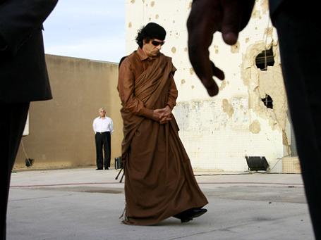 В апреле, когда блок НАТО уже наносил авиаудары по Ливии, группа американцев предложила полковнику Муаммару Каддафи свои услуги. Фото: ИТАР-ТАСС