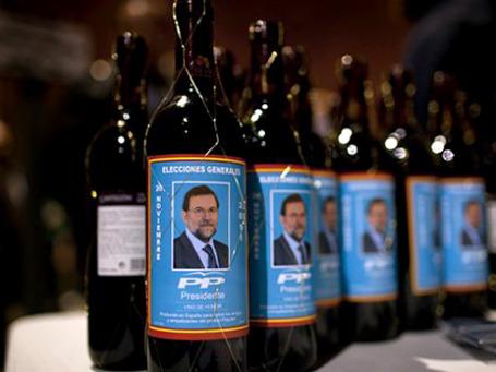 Красное вино с этикетками с портретом кандидата оппозиции стали продавать в Барселоне еще за несколько дней до выборов.  Фото: AP