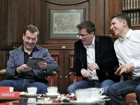 Дмитрий Медведев ценит хорошую шутку. Апрель 2011, встреча с участниками шоу Comedy club. Фото: РИА Новости.