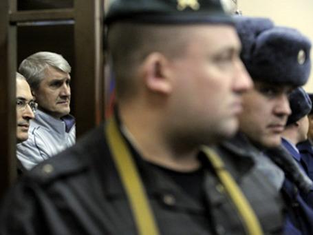 Михаил Ходорковский и Платон Лебедев на заседании суда. Фото: РИА Новости