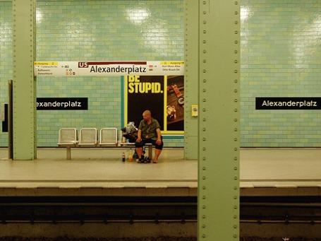 В берлинском метро вскоре запретят выпивать. Даже пиво. Фото: loungerie/flickr.com