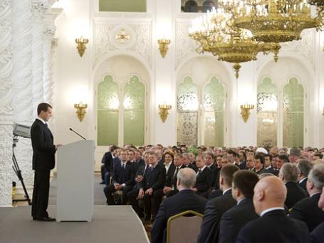 По уверениям Дмитрия Медведева, число бедных в России «приблизилось к минимальным значениям».  Фото: РИА Новости