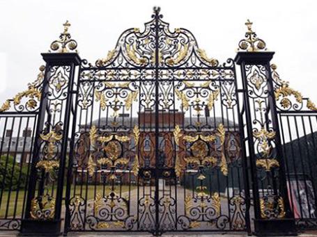 В Кенсингтонский дворец в 2013 году должны будут перебраться герцог и герцогиня Кембриджские. Фото: AP