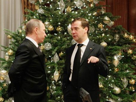 Аналитики гадают, согласовали ли Дмитрий Медведев и Владимир Путин свои политические шаги в новом году. Фото: РИА Новости
