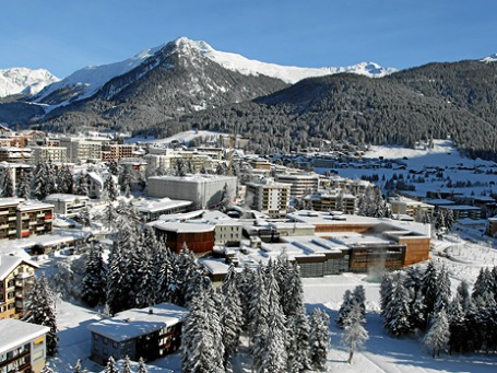 Идиллическая обстановка горнолыжного курорта в этом году особенно контрастирует с мрачной повесткой дня ВЭФ.  Фото: dc2.orphea.com
