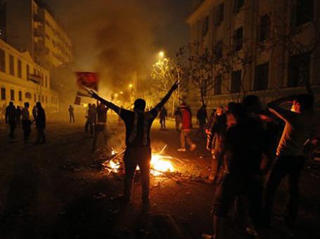 В Каире вторые сутки проходят манифестации против военной хунты. Фото: AP