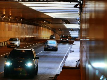 На развязке Ленинградского и Волоколамского шоссе открыли часть тоннеля по направлению в область. Фото: РИА Новости