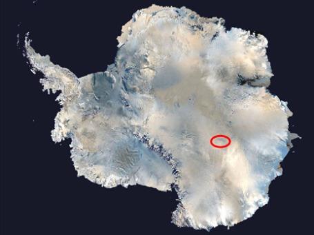 Озеро Восток находится почти в центре Антарктиды, примерно в 500 километрах от побережья. Фото: nasa.gov
