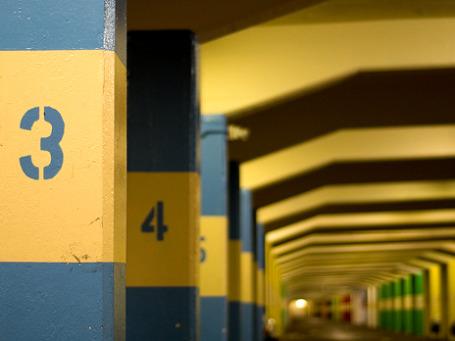 Московские власти рассматривают вопрос использования для нужд города парковок торговых центров, бизнес-центров и гостиниц. Фото: adampiggott/flickr.com