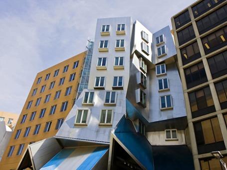 Один из визуальных образов MIT, построенный архитектором Фрэнком Гэри лабораторный комплекс называют «сборищем пьяных роботов».  Фото: PhotoXpress