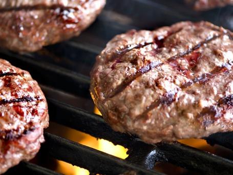 Самый дорогой бургер в истории — из синтетического мяса — обещают приготовить в октябре. Фото: PhotoXPress