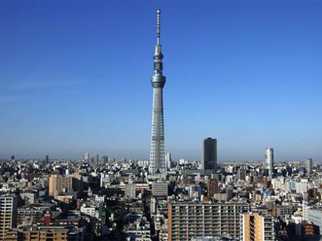 Новая телебашня — «Токийское небесное дерево» — возвышается над землей на 634 метра. Фото: AP