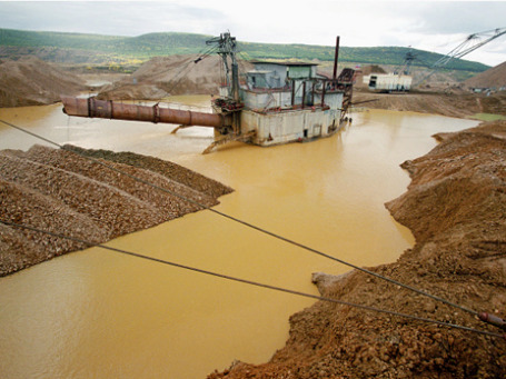 Золотодобывающая драга в Якутии. Фото: РИА Новости