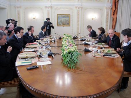 Ужин в Ново-Огарево продолжался три часа. А затем Путин отправился играть в хоккей. Фото: РИА Новости