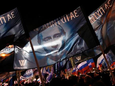Западные СМИ утверждают, что десятки тысяч участников «митинга победителей» на Манежной были свезены туда централизованно, на автобусах  Фото: AP