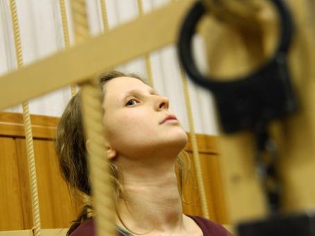 Участница феминистской панк-группы Pussy Riot Мария Алехина, обвиняемая в хулиганстве в храме Христа Спасителя, в Таганском районом суде. Фото: ИТАР-ТАСС