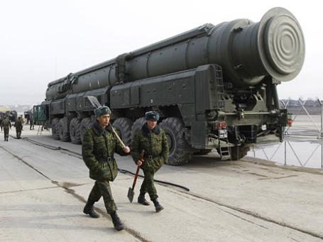 Демонстрация ракетного комплекса «Тополь-М» на подмосковном полигоне Алабино. Фото: РИА Новости