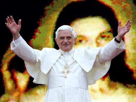 Свой имидж Бенедикту XVI каждый раз удается улучшить во время зарубежных поездок. Его везде принимают хорошо: и в Великобритании, и в Латинской Америке, и даже на социалистической Кубе. Фото: AP