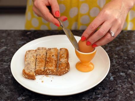 Уникальный английский вклад в мировую кулинарию: блюдо «яйца с солдатами». В жизни бывает наоборот. Фото: LipglossJunkie/flickr.com