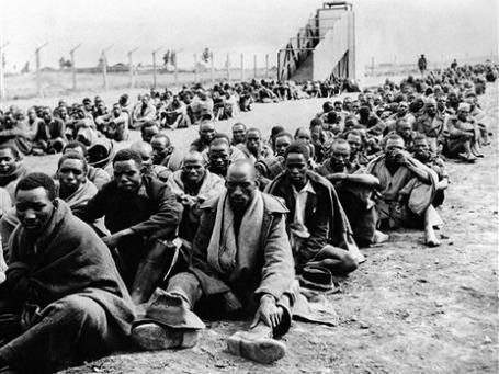 В 1955 году британские колониальные власти в Кении, подавив восстание «Мау-Мау», согнали миллион человек в резервации. Фото: AP
