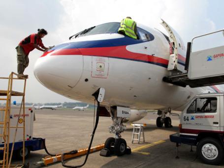 Superjet-100 в аэропорту Джакарты перед роковым демонстрационным полетом. Фото: РИА Новости