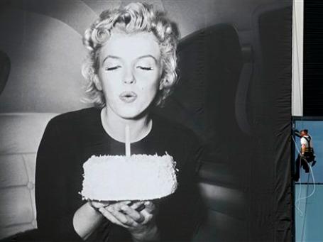 Лицо юбилейного киносмотра — Мэрилин Монро, на официальном постере она задувает свечу на именинном торте. Фото: АР