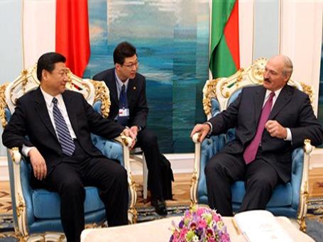 Александр Лукашенко принимает китайскую правительственную делегацию в Минске. Март 2010 г. Фото: АР