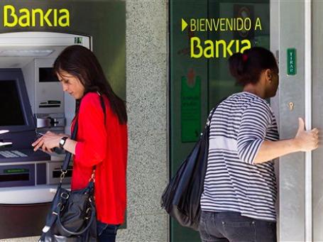 Сообщения о финансовых проблемах банка Bankia заставили нервничать вкладчиков и подстегнули разговоры о возможном крахе всей банковской системы Испании. Фото: AP