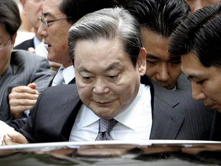 Старший брат Ли Кун Хи называет его «жадным» и хочет отобрать 1 млрд долларов у богатейшего человека Южной Кореи (на снимке). Фото: AP