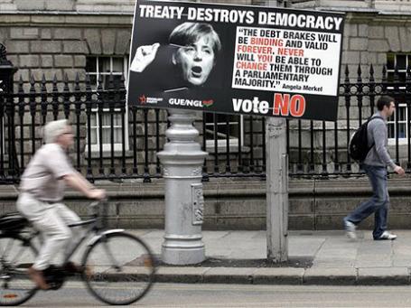 Дублин. Наглядная агитация противников бюджетного пакта ЕС. Фото: AP