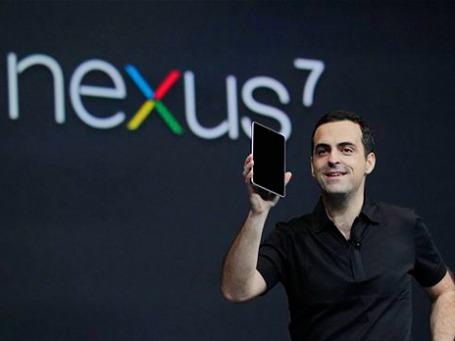 Директор подразделения мобильных продуктов Google Хьюго Барра (Hugo Barra) представляет Nexus 7. Фото: АР