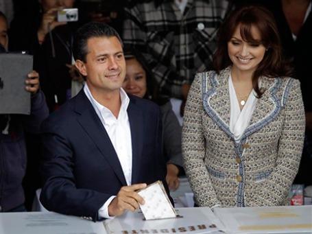 Мексику на ближайшие шесть лет возглавит самая телегеничная пара в истории страны: Энрике Пенья Ньето, женатый на телезвезде Анхелике Ривере. Фото: AP