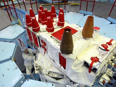 Сборка современного навигационного космического аппарата «Глонасс-М». Фото: РИА Новости