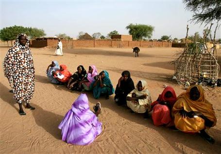«Раньше у каждого в Судане было по 10 рубашек и по 10 пар штанов, а теперь все норовят носить каждую вещь, пока окончательно не износится». Фото: АР