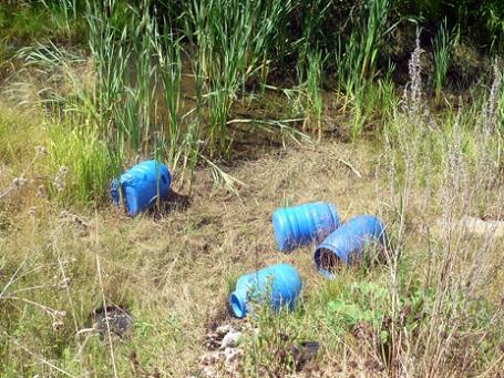 Четыре пластиковые бочки с человеческими эмбрионами, объемом 50 литров каждая, обнаружены в Свердловской области. Фото: РИА Новости