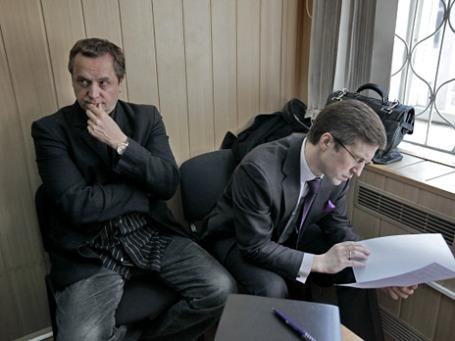 Народный артист России Андрей Соколов (слева) пытается получить возмещение ущерба от УК.Фото: РИА Новости