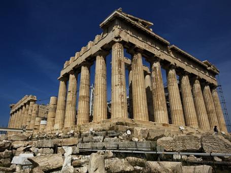 Греция давно уже неплатежеспособна и держится на плаву исключительно благодаря многомиллиардной помощи, предоставляемой Европейским Союзом, Европейским центральным банком и Международным валютным фондом. Фото: thebaldwim| flickr.com