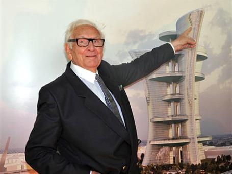 Пьер Карден представляет свой архитектурный проект. Фото: АР