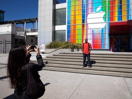 Оформление центра Yerba Buena для презентации iPhone 5 в Сан-Франциско. Фто: ИТАР-ТАСС
