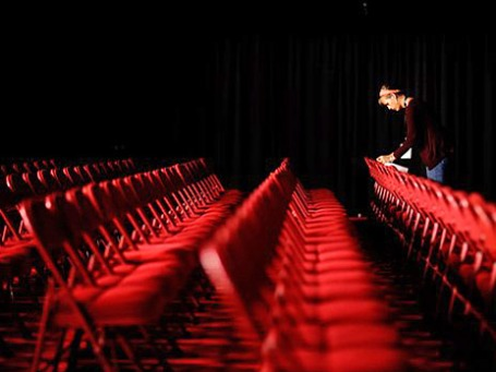 В Денвере, штат Колорадо, готовятся к дебатам основных кандидатов в президенты США. Фото: АР