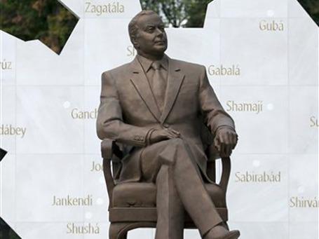 Посольство Азербайджана выделило около 5 млн долларов на реконструкцию двух парков и возведение памятника Алиеву. Фото: АР
