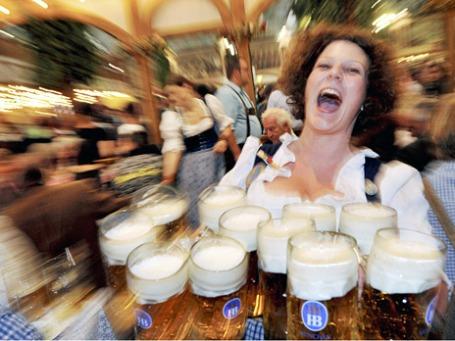 Первая неделя Октоберфест: 3,6 млн посетителей, 3,5 млн литров пива. Фото: ИТАР-ТАСС
