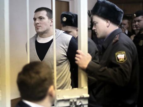 Максим Лузянин, обвиняемый по делу о беспорядках на Болотной площади 6 мая, перед началом заседания в Замоскворецком суде Москвы. Фото: РИА Новости