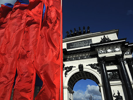 Ранее Триумфальная арка переехала на Кутузовский, теперь Триумфальная площадь прославится как парковка, но не Гайд-парк. Фото: ИТАР-ТАСС
