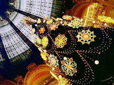 Рождественская елка в Галери Лафайет в Париже. Фото: ALBOWIEB/flickr.com